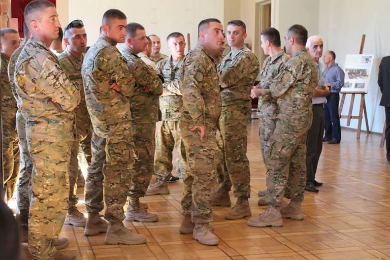ჯარისკაცები გამოფენაზე