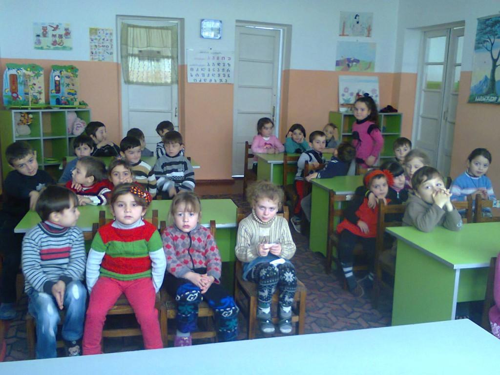შუახევის დაბის საბავშვო ბაღში, ერთ ჯგუფში, ნაცვლად 37-სა 56 ბავშვი ჰყავთ