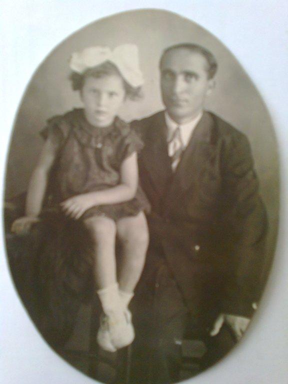 ნონა ერიფრიადი მამასთან ერთად. ბათუმი, 1940 წელი
