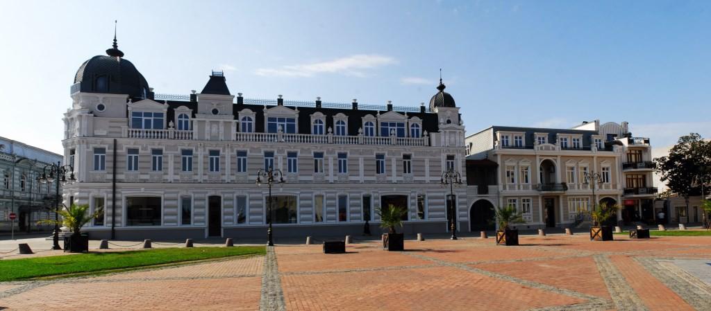 ყოფილი პირველი აფთიაქის შენობა ევროპის მოედანზე
