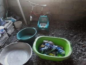 სახლის დერეფანი, სადაც 4 წლის ბავშვი ცხოვრობს