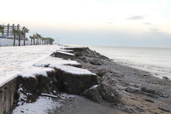 წარეცხილი სანაპირო ახალ ბულვართან / თორნიკე თავაძის ფოტო