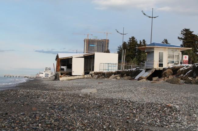 დაზიანებული სანაპირო ახალ ბულვართან ~ თორნიკე თავაძის ფოტო