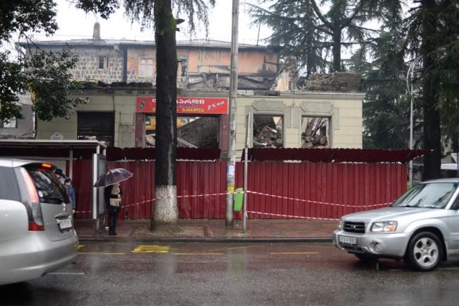 დანგრეული შენობა ბარათაშვილის #26-ში. შოთა გუჯაბიძის ფოტო