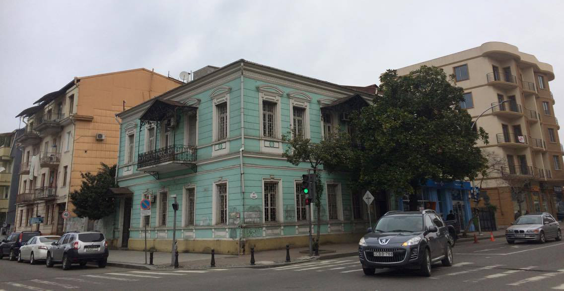 ბათუმი. გორგილაძის ქუჩა #32 კულტურული მემკვიდრეობის ძეგლი. აშენებულია xix-xx საუკუნის მიჯნაზე. ფოტო: ცაგო კახაბერიძე