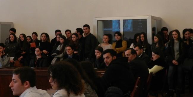 ბსუ-ს სტუდენტები, ვიქტორ დოლიძესთან შეხვედრაზე.