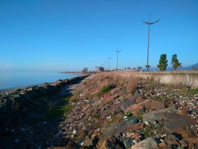 ბათუმი / ხელოვნურად გამაგრებული სანაპირო აეროპორტის ასაფრენი ზოლის მიმდებარედ / თედო ჯორბენაძის ფოტო