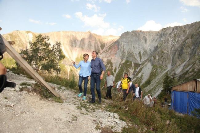 ზურაბ პატარაძემ ზღვის დონიდან 2236 მეტრის სიმაღლეზე მდებარე ხიხანის ციხე მეღლესთან, სოფიო ბაკურიძესთან ერთად დაათვალიერა