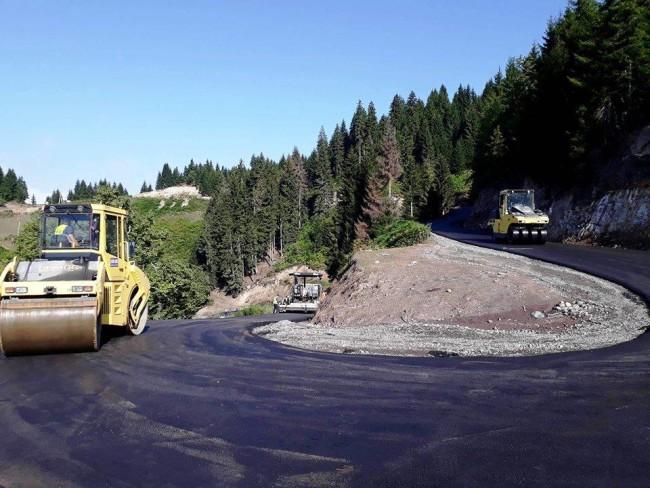 გომარდულში ამ ეტაპზე მიმდინარეობს 4400 კილომეტრ გზის ასფალტობეტონის მოწყობის სამუშაოები.