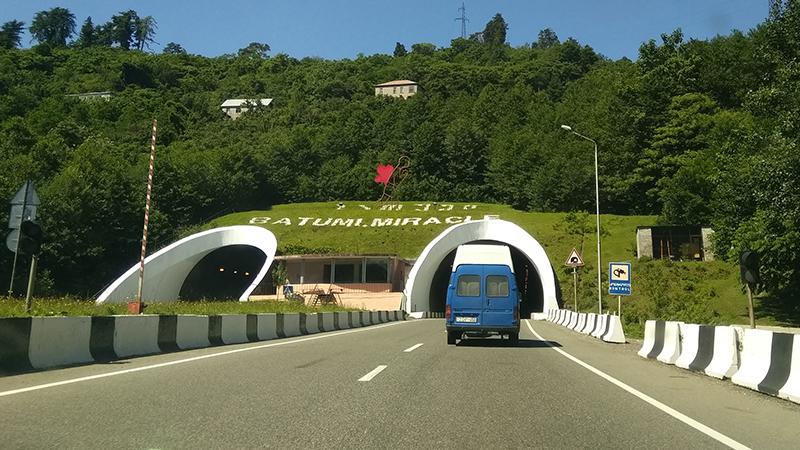 В тоннелях Чакви-Махинджаури с 17 по 27 июня периодически ограничат движение автотранспорта