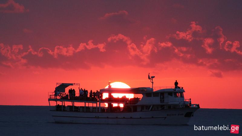 მზის ჩასვლა ბათუმის სანაპიროზე [ფოტო]