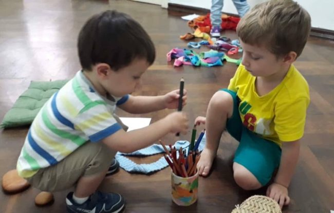ბავშვები თავად წყვეტენ რა ითამაშონ, თავად ინაწილებენ როლებს, წესებსაც იგონებენ