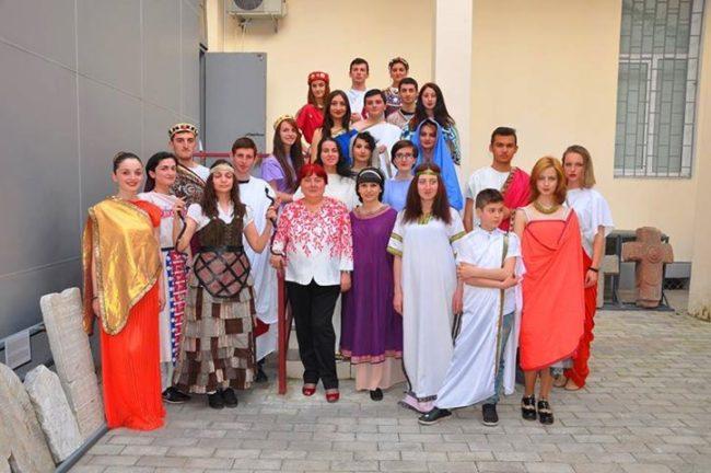 მარინა გიორგაძე სტუდენტებთან ერთად