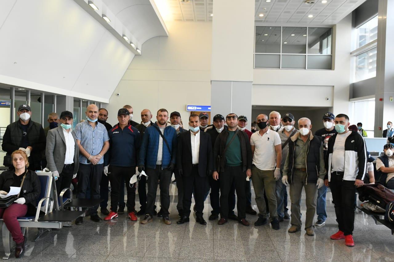 სამშობლოში დაბრუნებული მოქალაქეები ბათუმის აეროპორტში