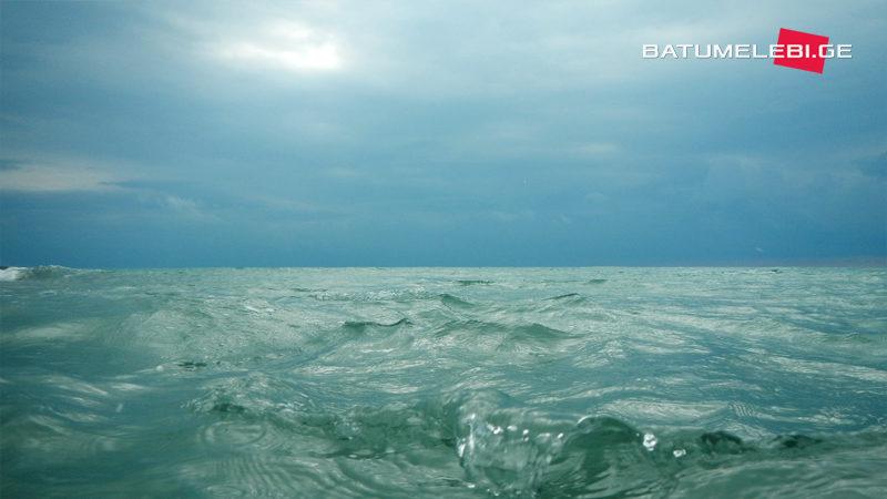 В Аджарии второй день продолжается поиск двух человек пропавших в море