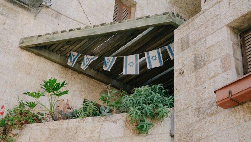 ისრაელში დახურულ სივრცეში 50 ადამიანის შეკრება დაუშვეს