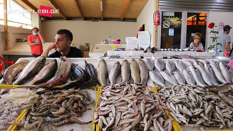ტურისტების მოლოდინი სიხარულითა და შიშით – თევზით მოვაჭრეების სეზონი [ფოტოამბავი]