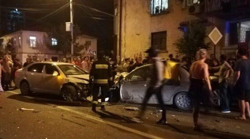 ბათუმში 4 მანქანა მოხვდა ავარიაში, დაშავებულია 1 ადამიანი