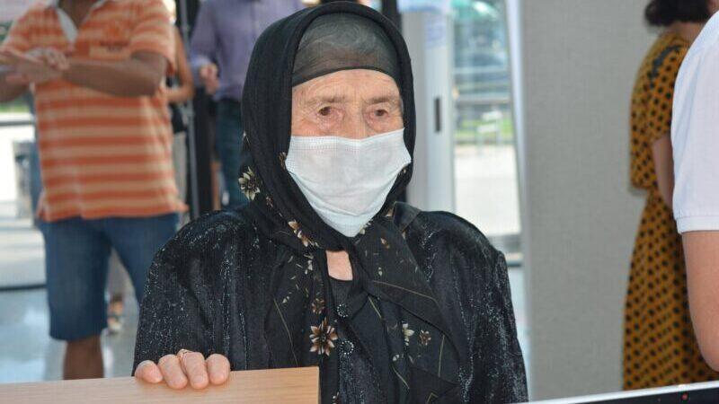 102-летняя жительница Аджарии привилась от коронавируса
